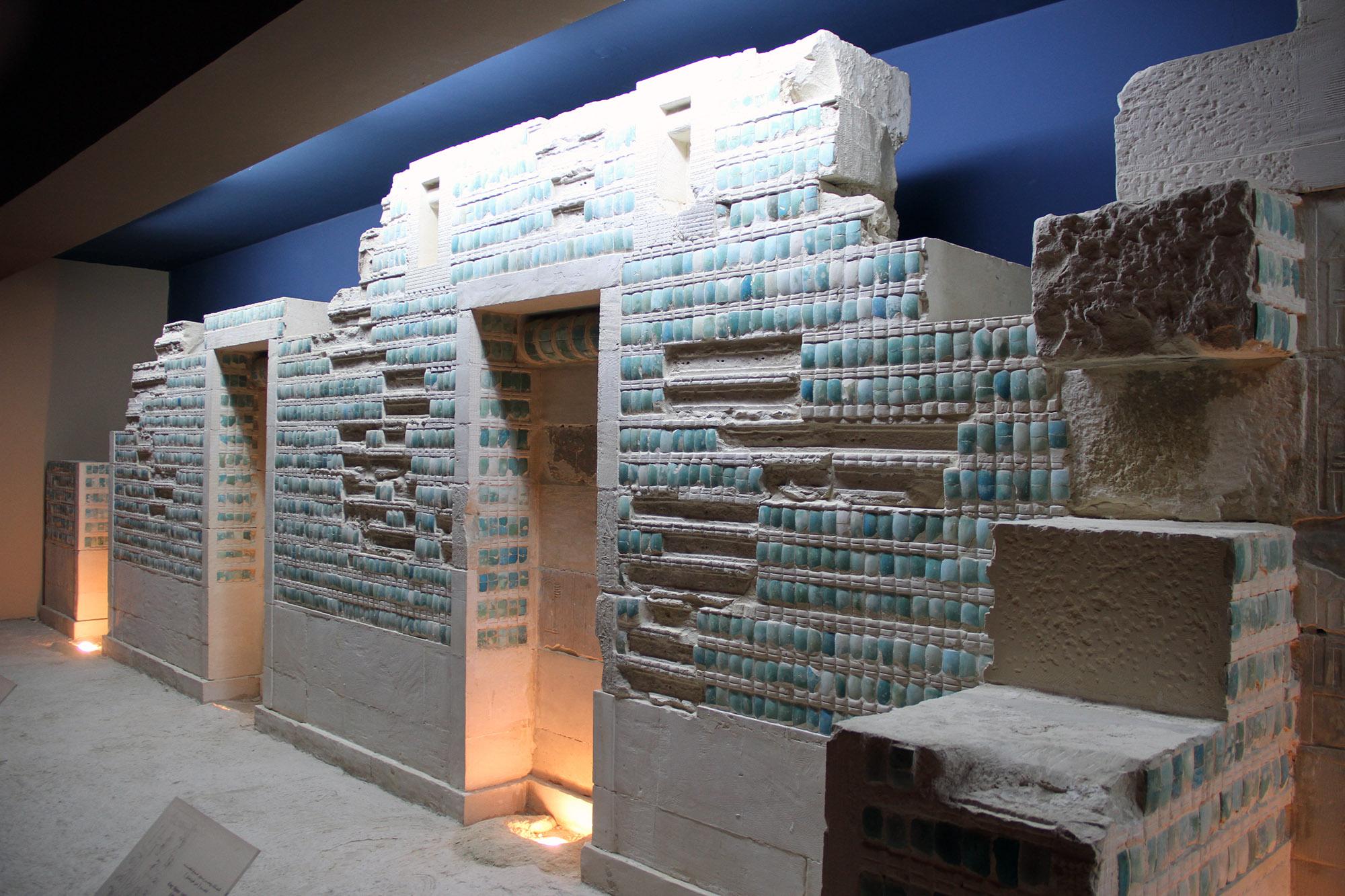 Фрагмент стены подземного помещения пирамиды Джосера, музей Имхотепа