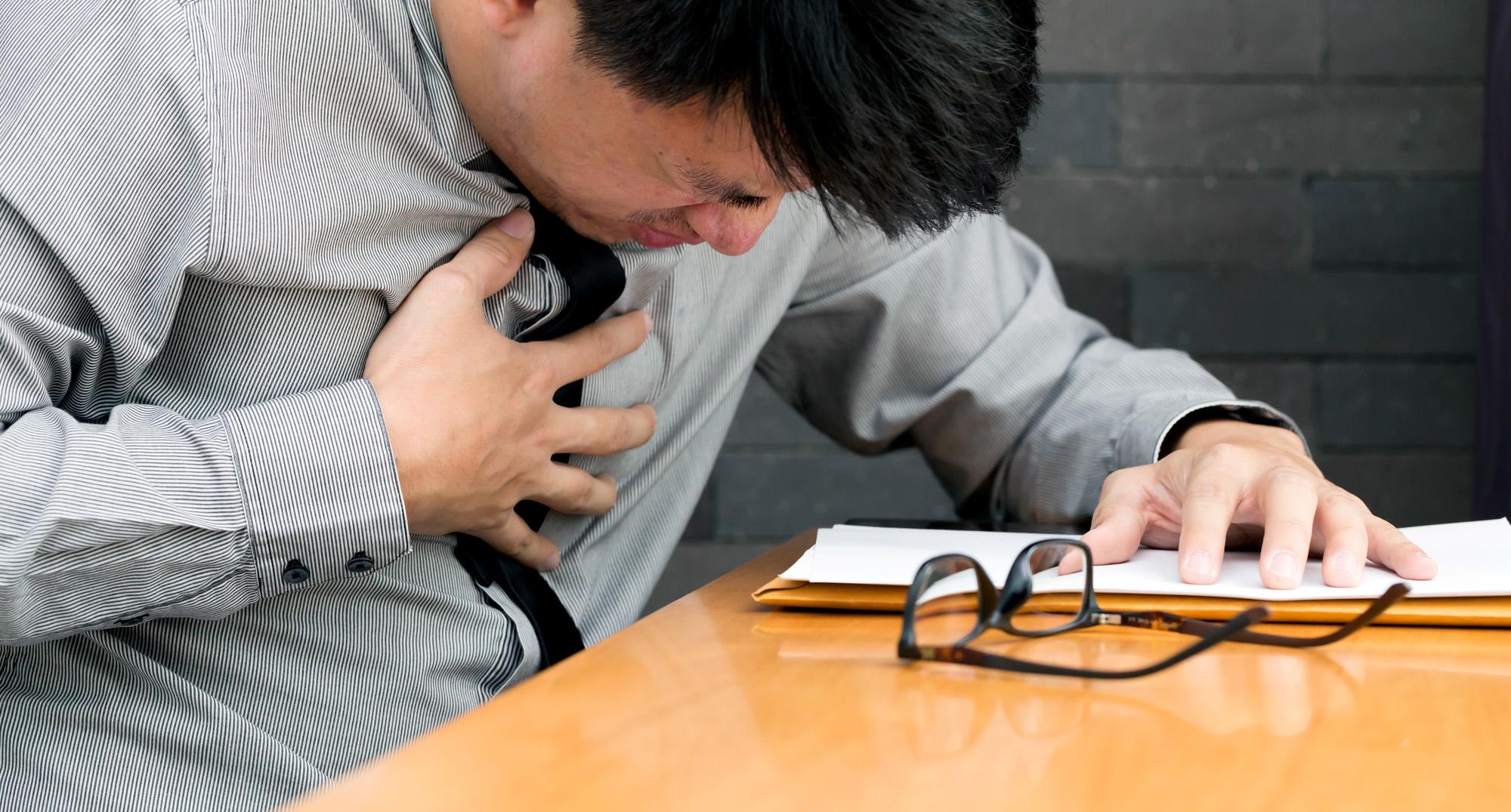 Переработки грозят инсультами иинфарктами.