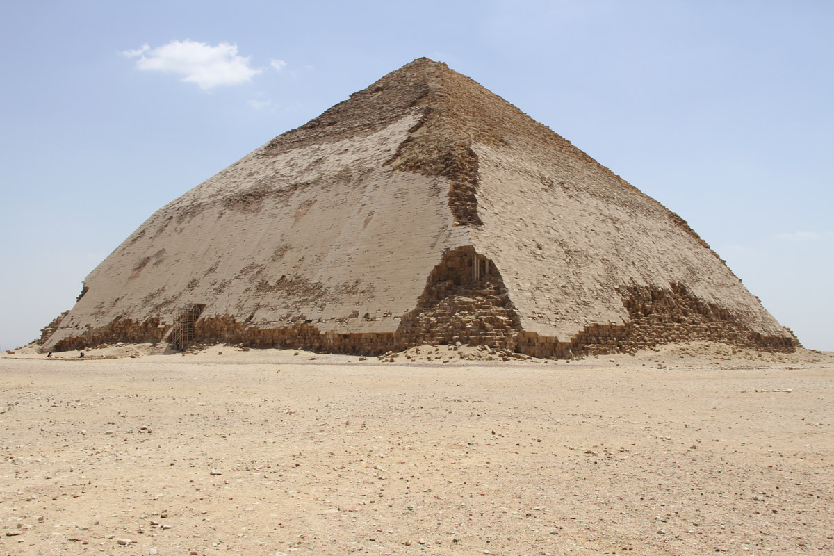 «Ломаная» пирамида Снофру.