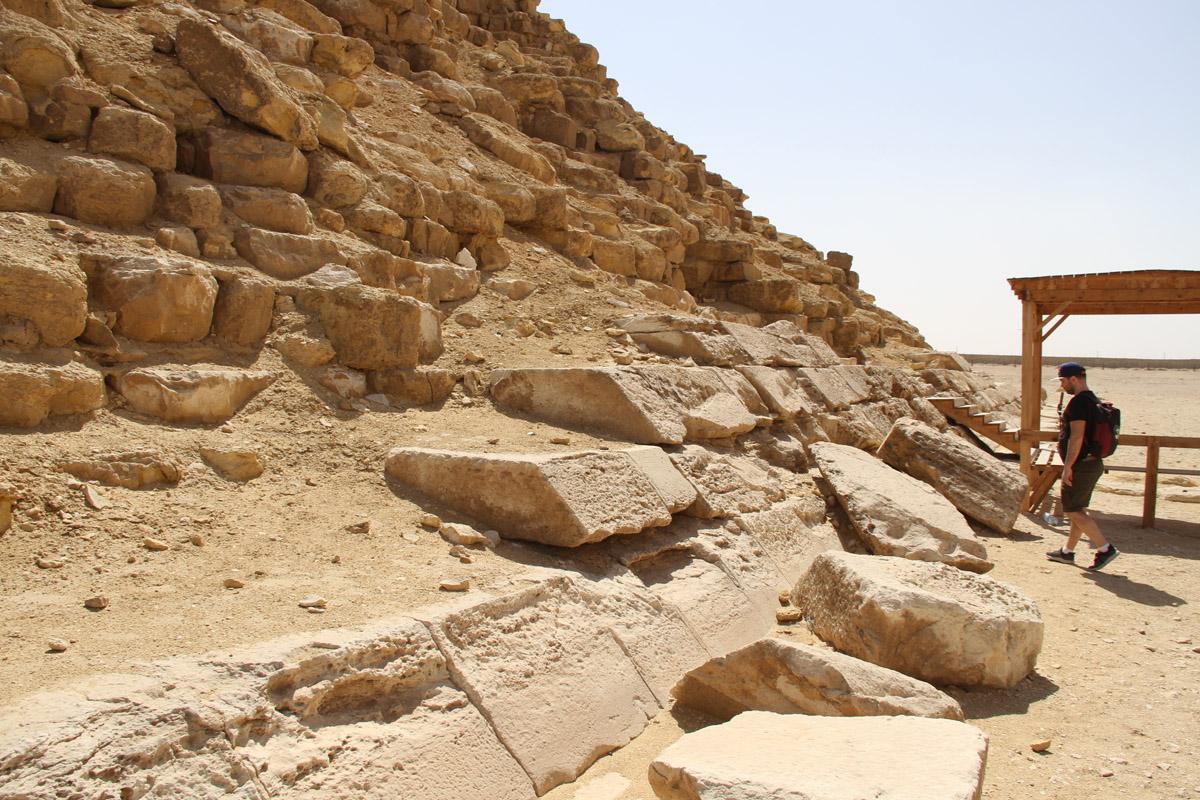 Сохранившаяся облицовка пирамиды-спутницы