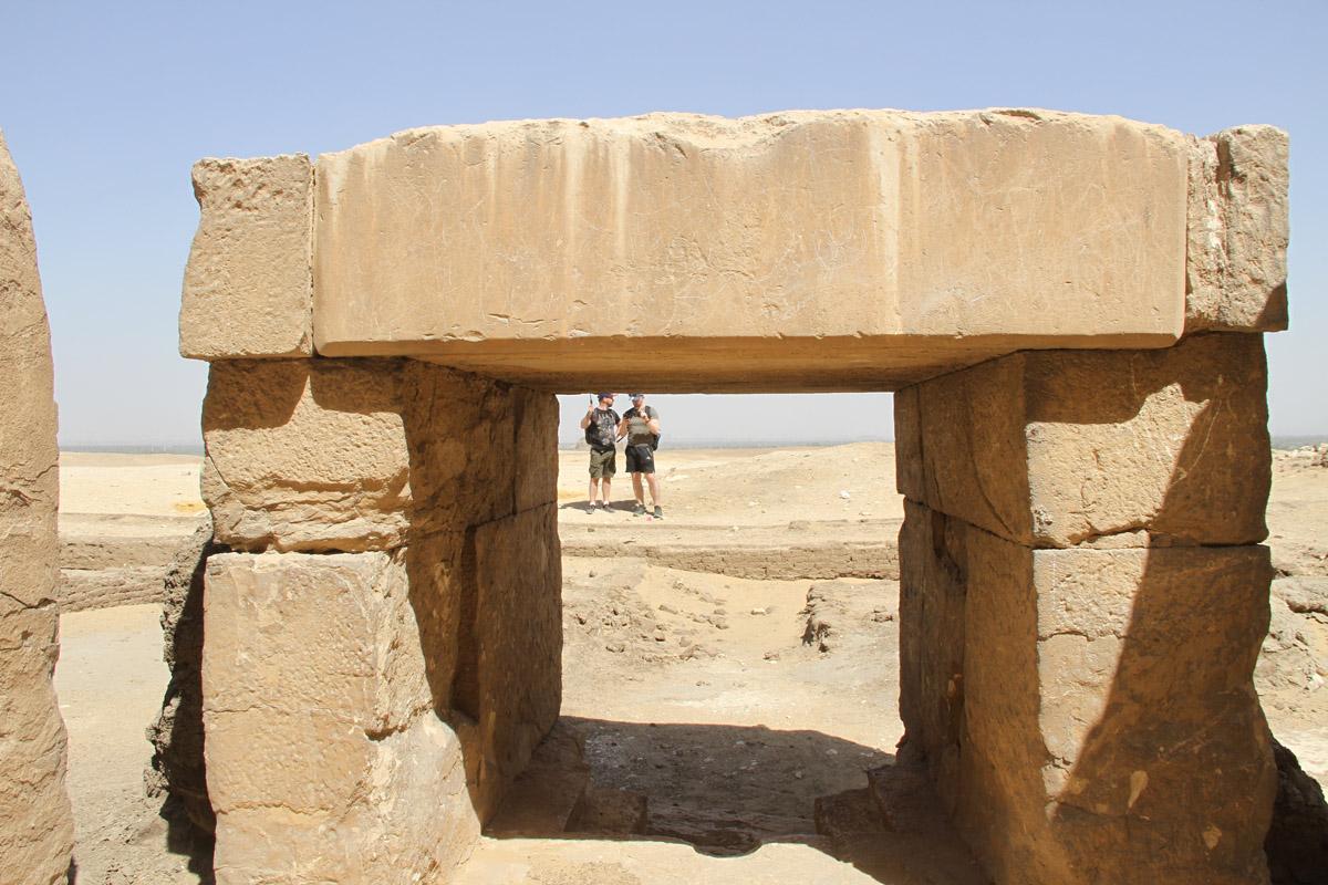 Алтарь припирамидного храма «ломаной» пирамиды