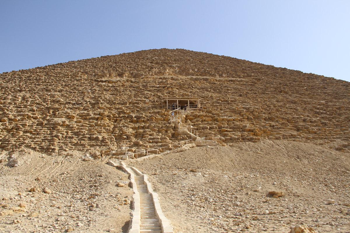 Вход в«розовую» пирамиду