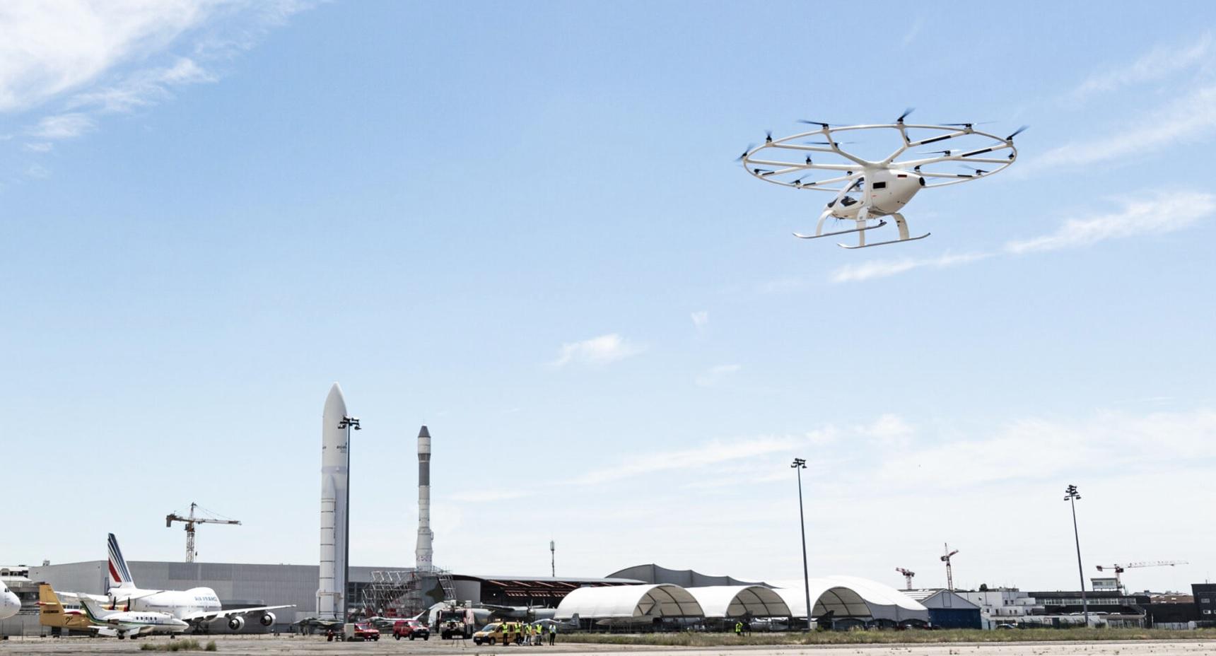 Беспилотник компании <i>Volocopter</i> вполёте.