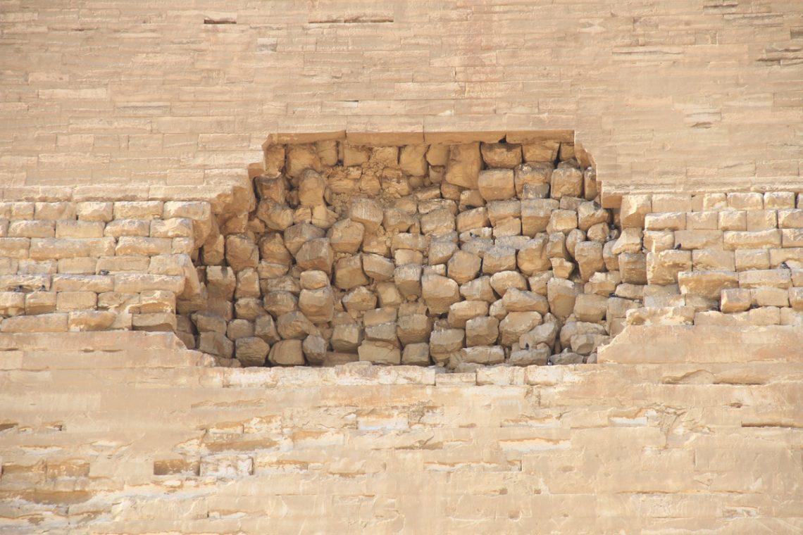 Прореха вкладке мейдумской пирамиды