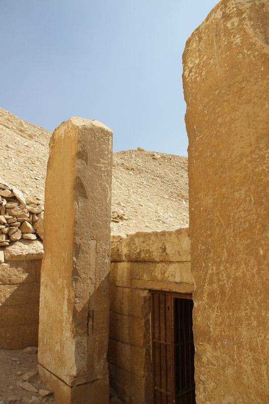 Стелы припирамидного храма остались без надписей