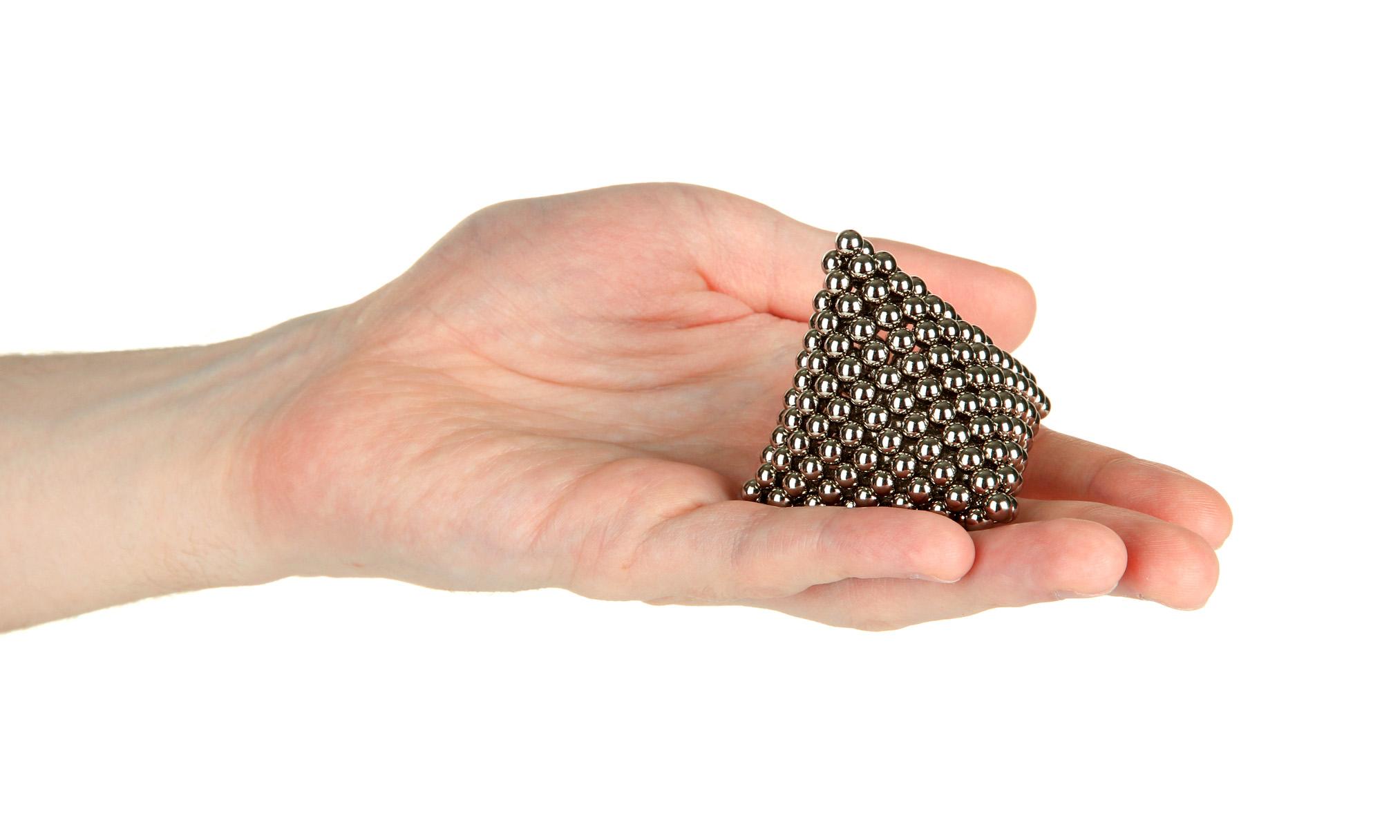 Маленькие магнитные шарики— очень популярная игрушка.