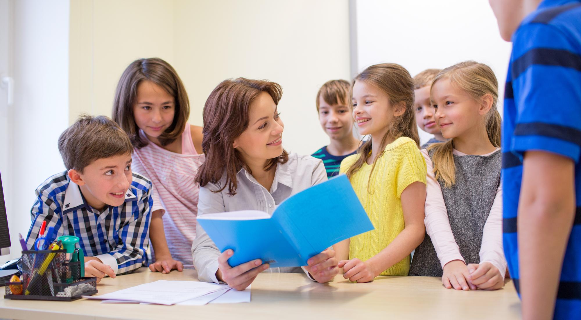 «Заинтересовать учеников совсем несложно. Достаточно любить то, чем занимаешься. Когда дети видят ваш интерес, сами стараются понять, что же там такое увлекательное!»
